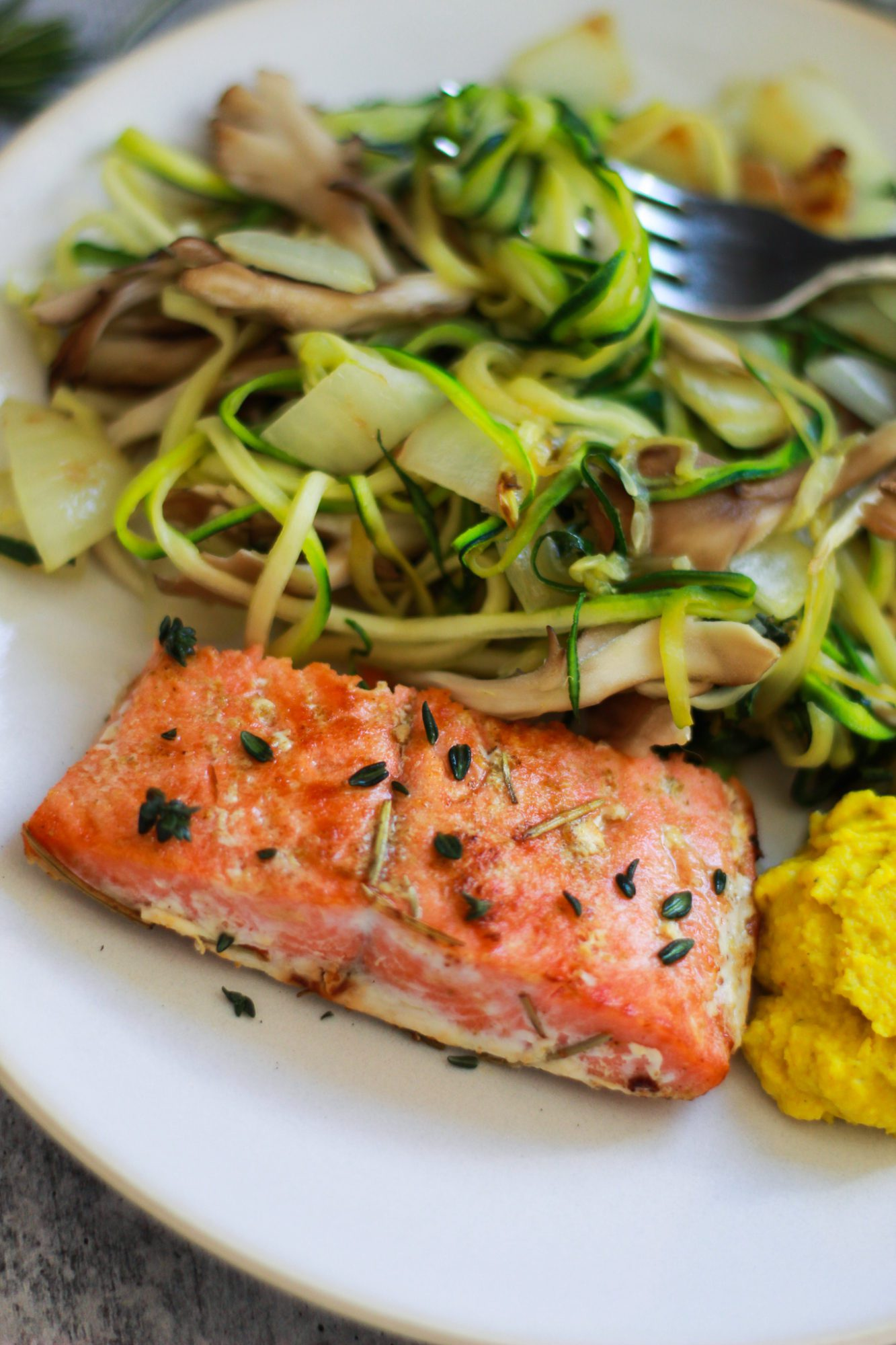 Keto Salmon and Mushroom Zoodles | This healthy salmon recipe is Whole 30 compliant, Paleo, gluten-free, dairy-free, low-carb, and sugar-free. Featuring zucchini noodles and mushrooms, it's a healthy dinner recipe packed with nutrients and protein. | The Banana Diaries #thebananadiaries #keto #ketogenic #Paleo #glutenfree #dairyfree #sugarfree #lowcarb #salmon #healthydinner #healthyrecipe #ketodinner #Whole30dinner #Paleodinner