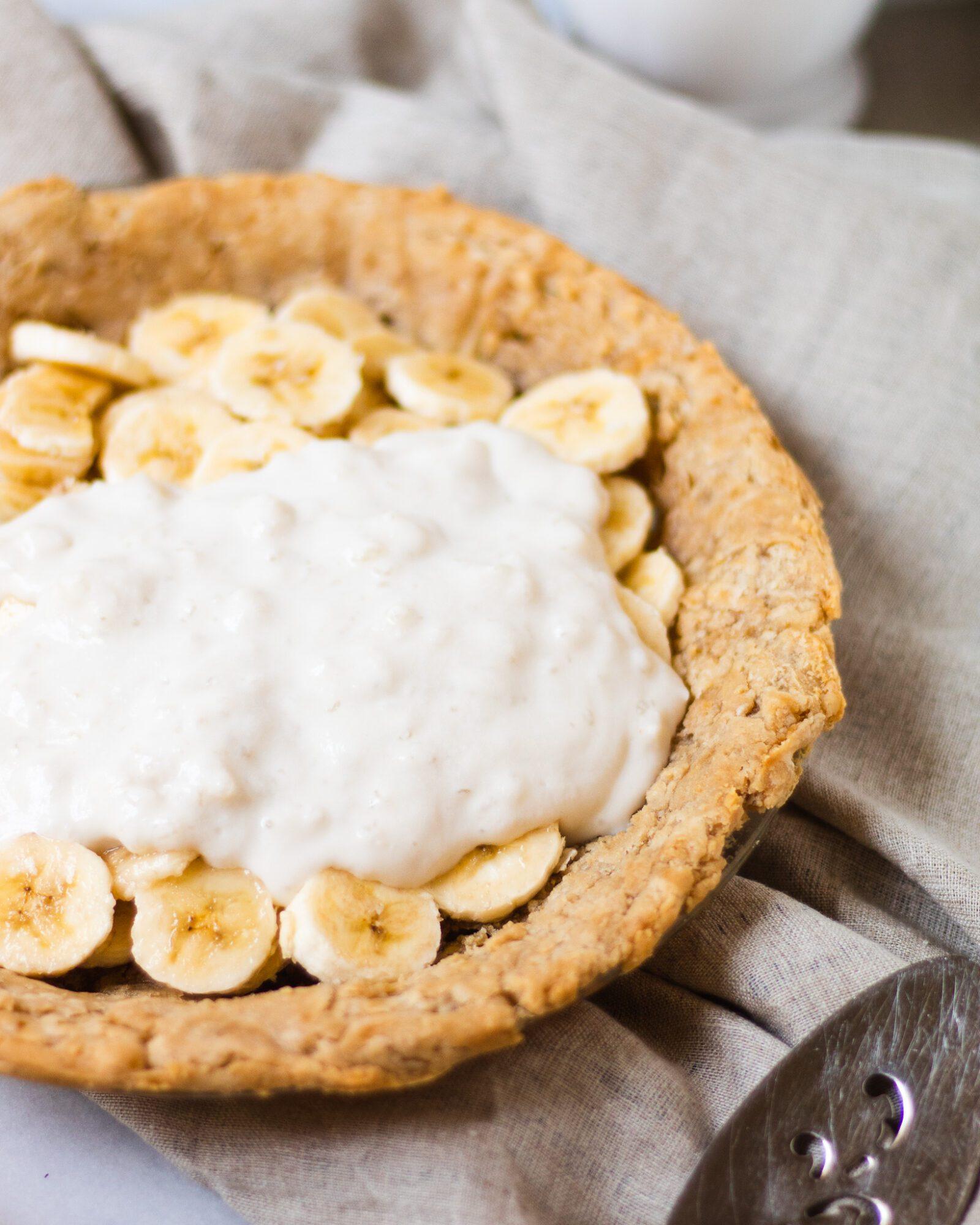 vanilla pudding on banana cream pie