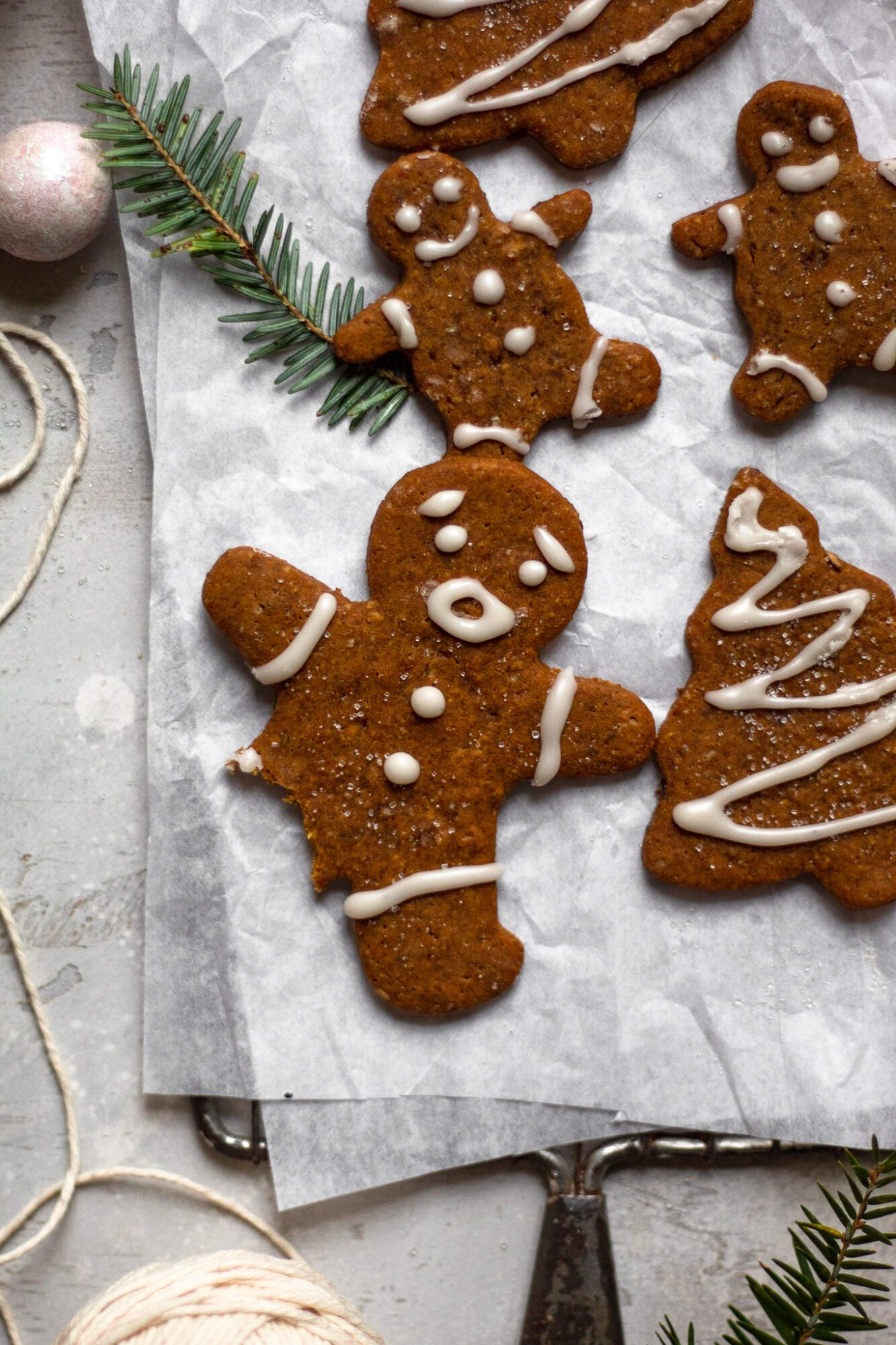 gingerbread man with missing leg