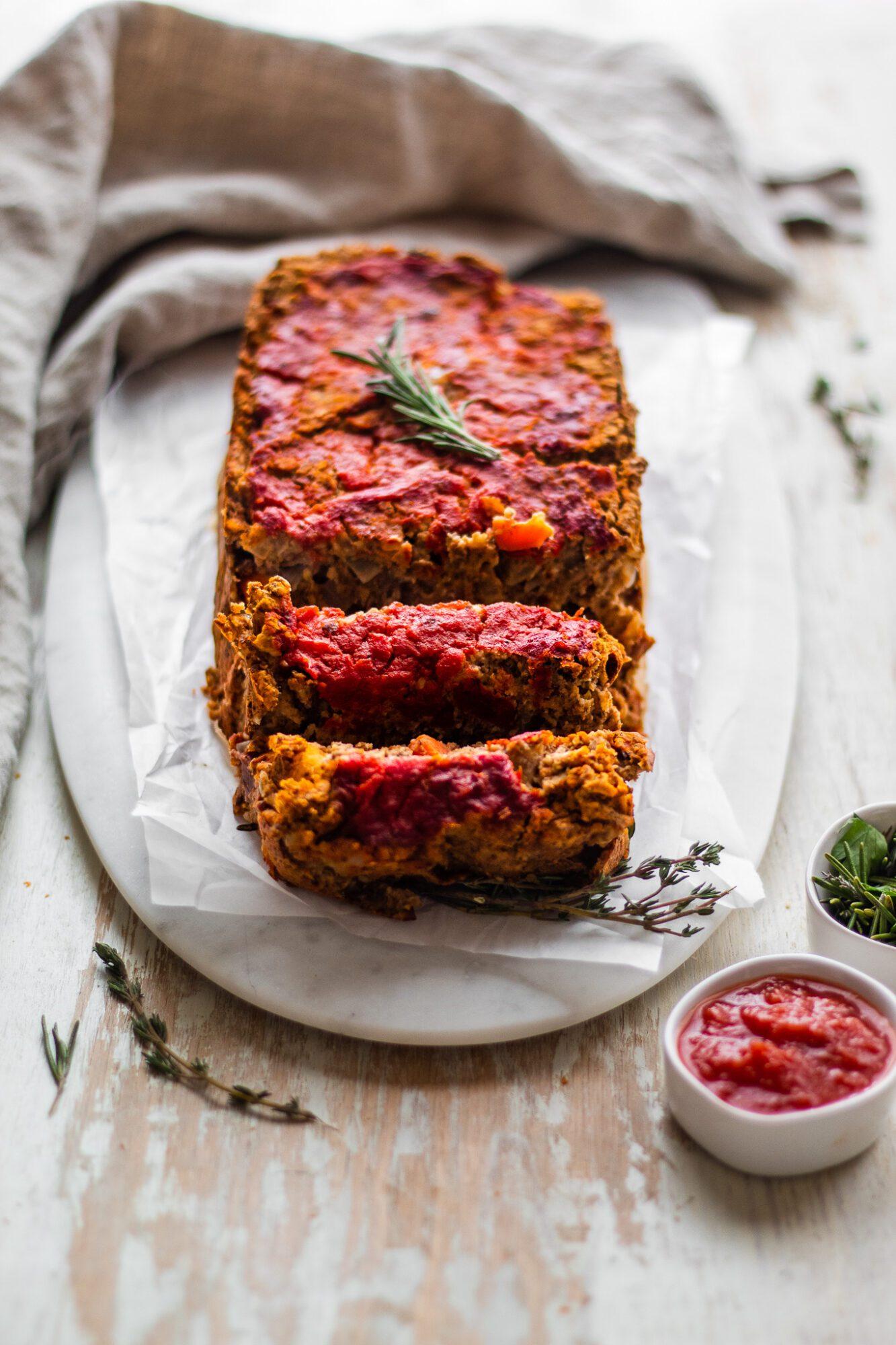 sliced vegan meatloaf