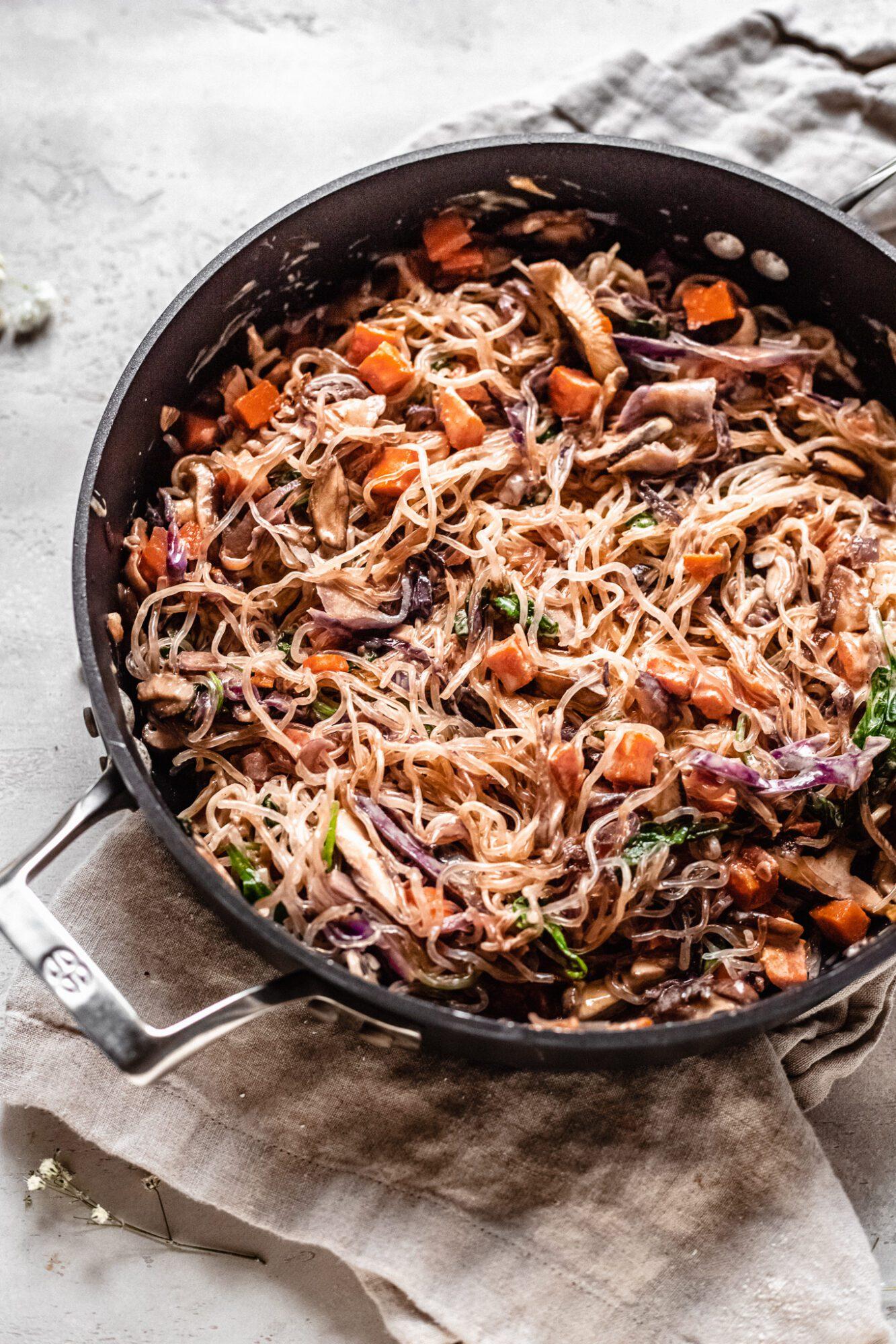 coated lo mein noodles