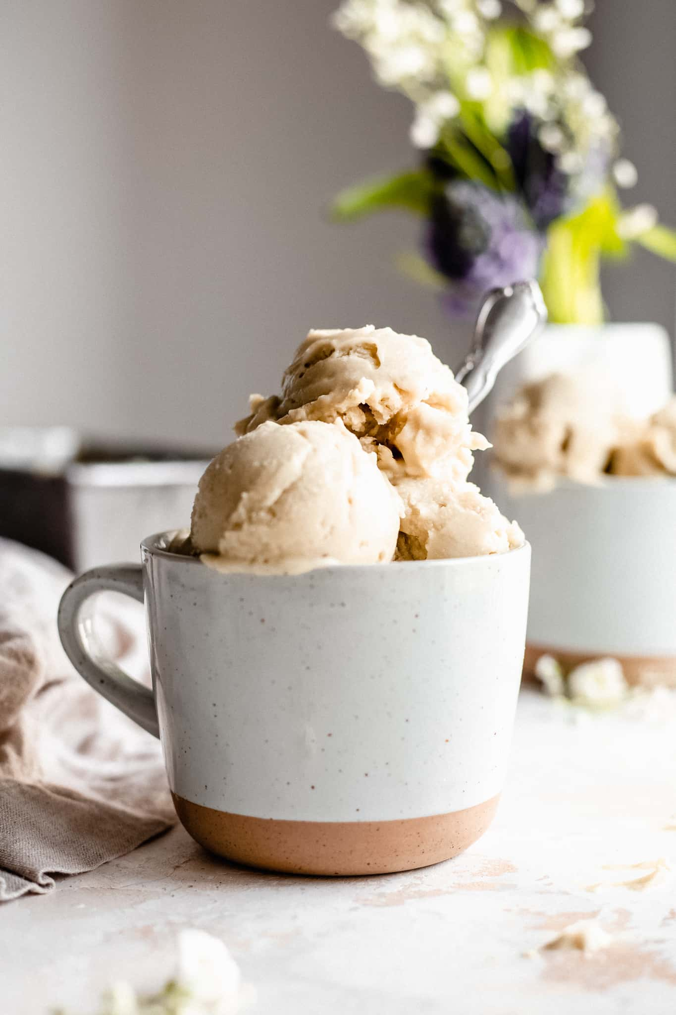 Paleo Vegan Vanilla Ice Cream {No Churn}