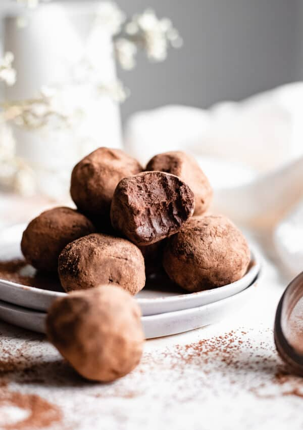 Healthy Vegan Chocolate Truffles Recipe (EASY)